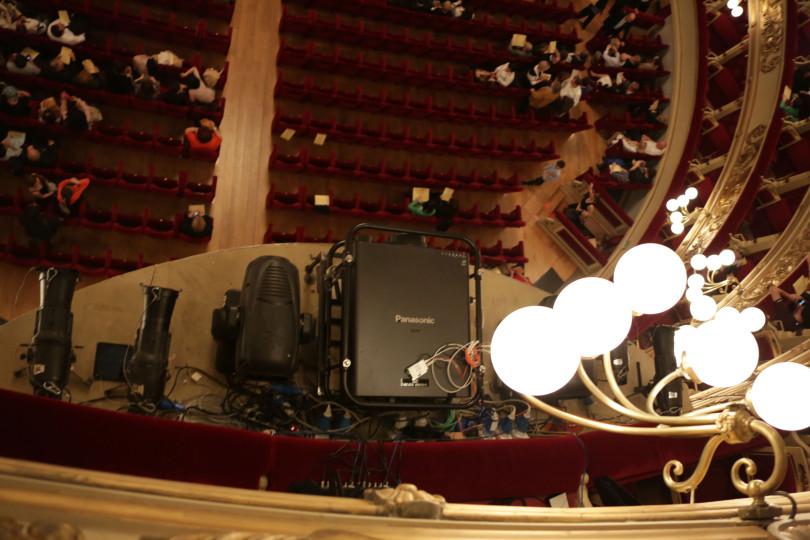 Il proiettore Panasonic PT-DZ21K scelto da Meeting Project per lo spettacolo Les Troyens al Teatro alla Scala di Milano.