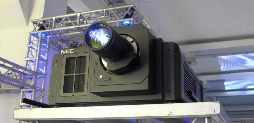 Proiettore 4k 12000 Ansi lumen