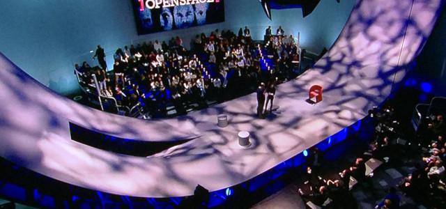 Il set televisivo di Open Space illuminato da Clay Paky